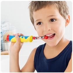 Elektrische Kinderzahnbürste von Oral B mit Disney Comic Figuren Zähneputzen für Kinder einfach